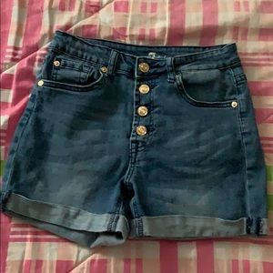 High Waist Short and Exposed Button Fly